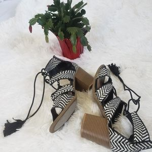 BLACK AND WHITE LACE UP SANDALS SIZE 10